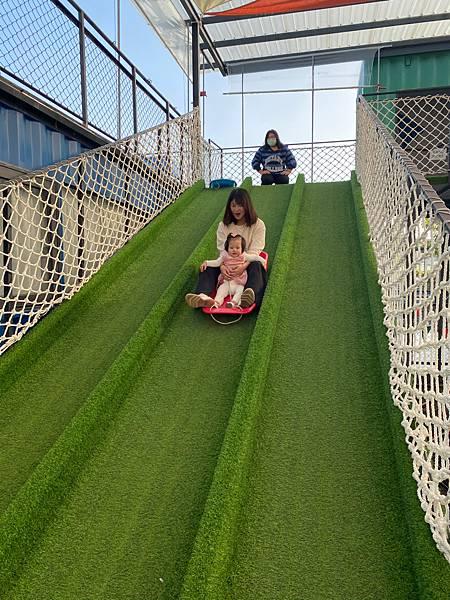 台南永康貨櫃公園,親子出遊一同Go!卡丁車、滑草地、溜滑梯、沙地、球池、攀岩場以及故事館一次擁有!