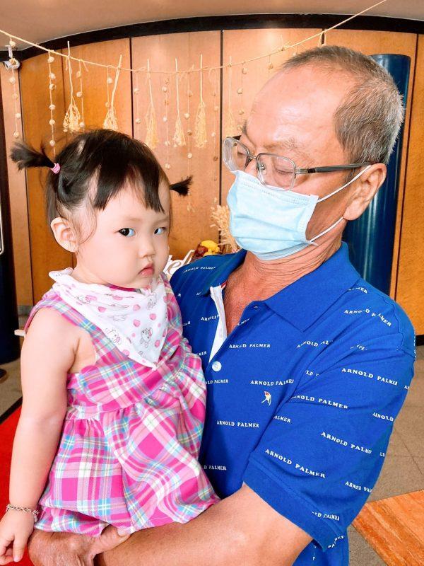 念了女兒幾句的爸爸,就被翻了一個超級大白眼!